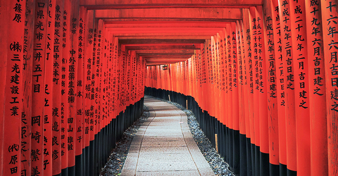 There are over 32,000 torii gates on the way to the Fushimi Inari Shrine.